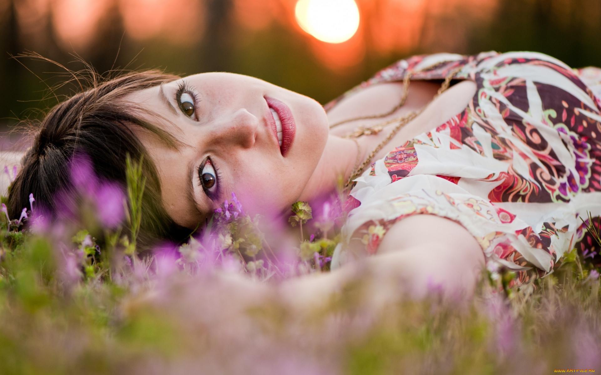 девушки, -unsort , брюнетки, темноволосые, лицо, шатенка, цепочки, цветы, луг, трава